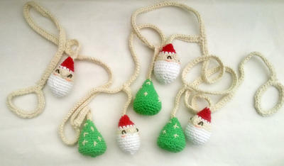 Guirnalda navideña - Amigurumi Santa y pinitos