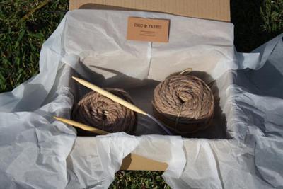 Kit para tejer bufanda cuello en lana gruesa color marón nuez