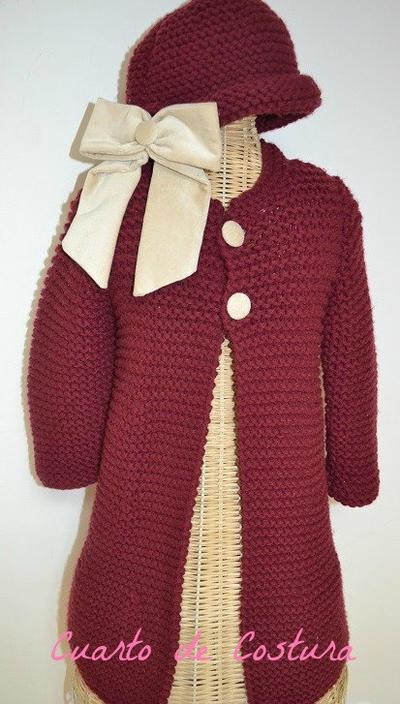 Patron abrigo y gorro para niña de 3-4 años con botones y lazo de terciopelo