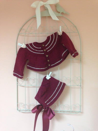 Patrón en español para realizar esta preciosa chaqueta para niña de 1 año