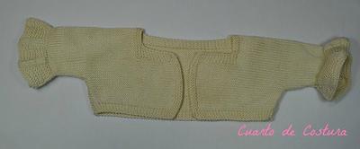 Patrón para chaqueta de cuello cuadrado y volantes en las mangas para niña de dos años