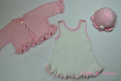 Patrón para conjunto de vestido gorro y chaquetita para bebé de 6 meses