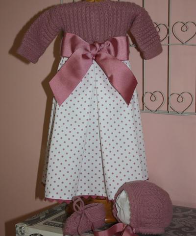 PATRÓN para realizar este faldón para recién nacido. Consta de 3 piezas, el jersey unido para unir a un faldón, la capota y los patucos