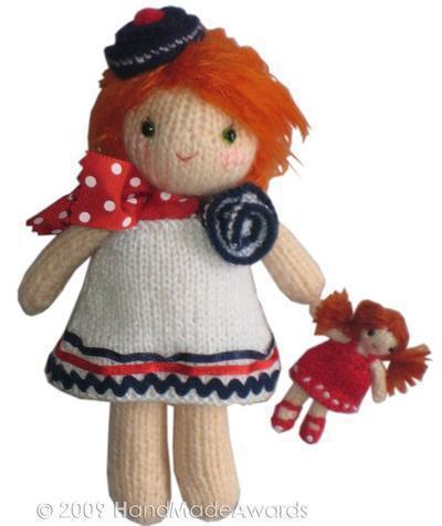 Lucy dulce con su muñeca