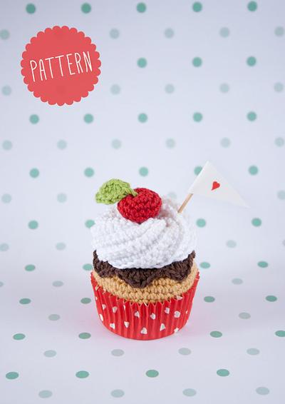 """Patrón """"Cupcake de nata y chocolate con cereza"""""""