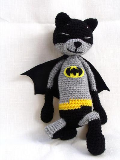 Batcat. Patrón de descarga inmediata. Amigurumi superhéroe de crochet.