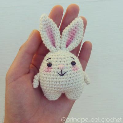 Patrón crochet conejito blanco
