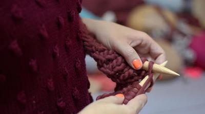 Aprende a tejer un SIENNA BEANIE con lana gruesa de WE ARE KNITTERS