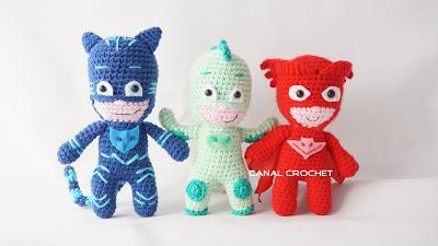 Crochet Super Hero Free Pattern - thefriendlyredfox.com | 225x400