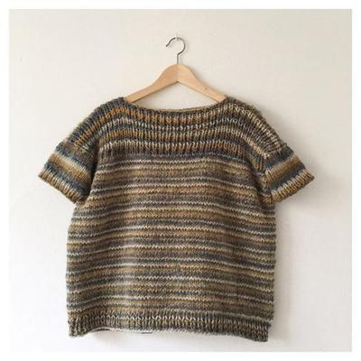 Jersey oversize sin costuras y reversible tejido con un ovillo Big to Knit