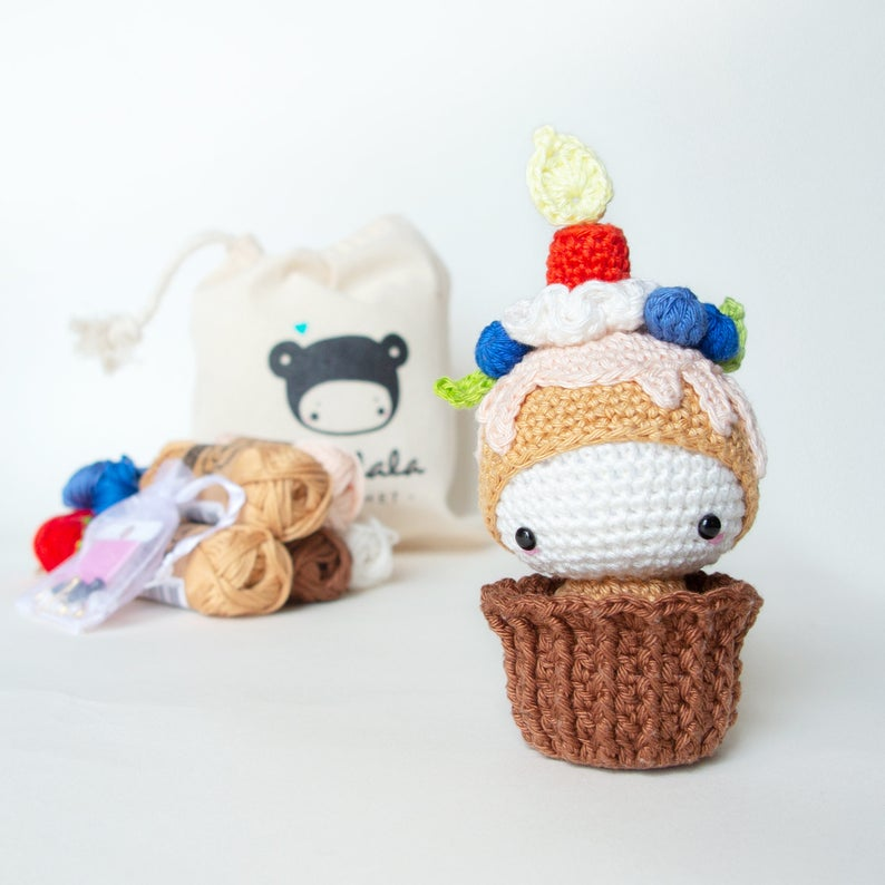 Birthday CUPCAKE ELLA lalylala Crochet Kit