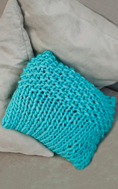 Maki Cushion Knitting kit